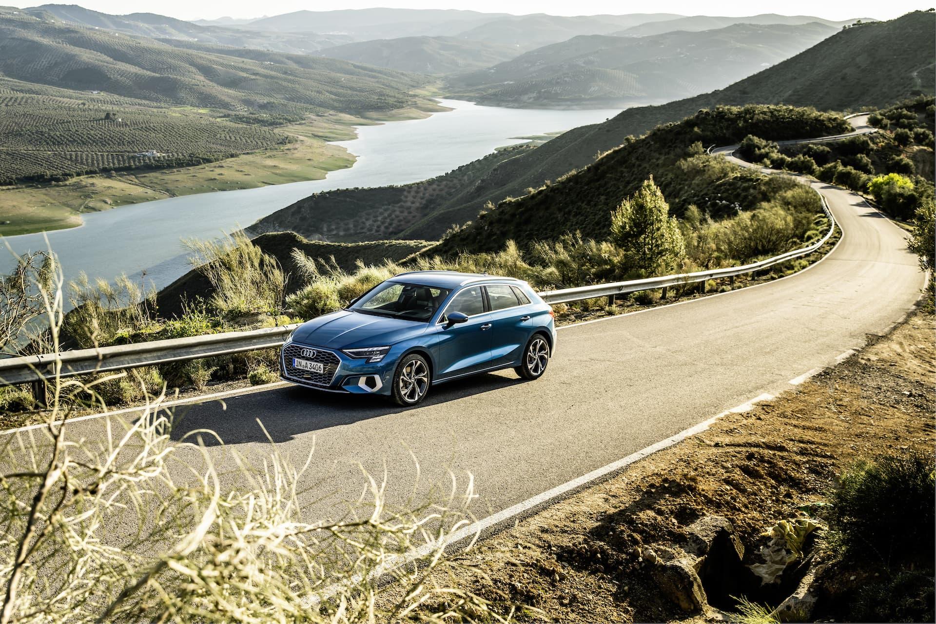Audi A3 Sportback 2020 Azul Turbo Exterior 2