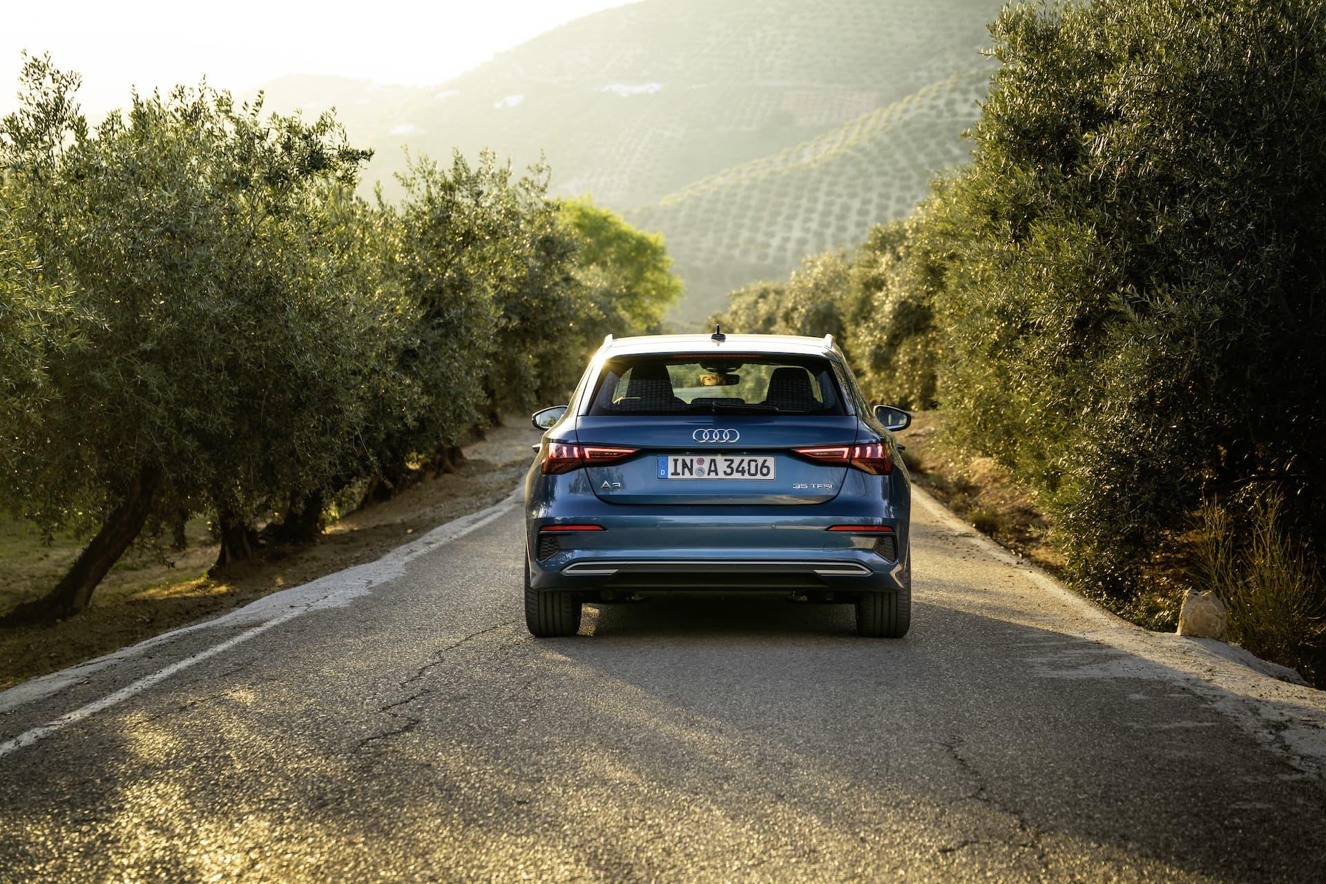 Audi A3 Sportback 2020 Azul Turbo Exterior 3