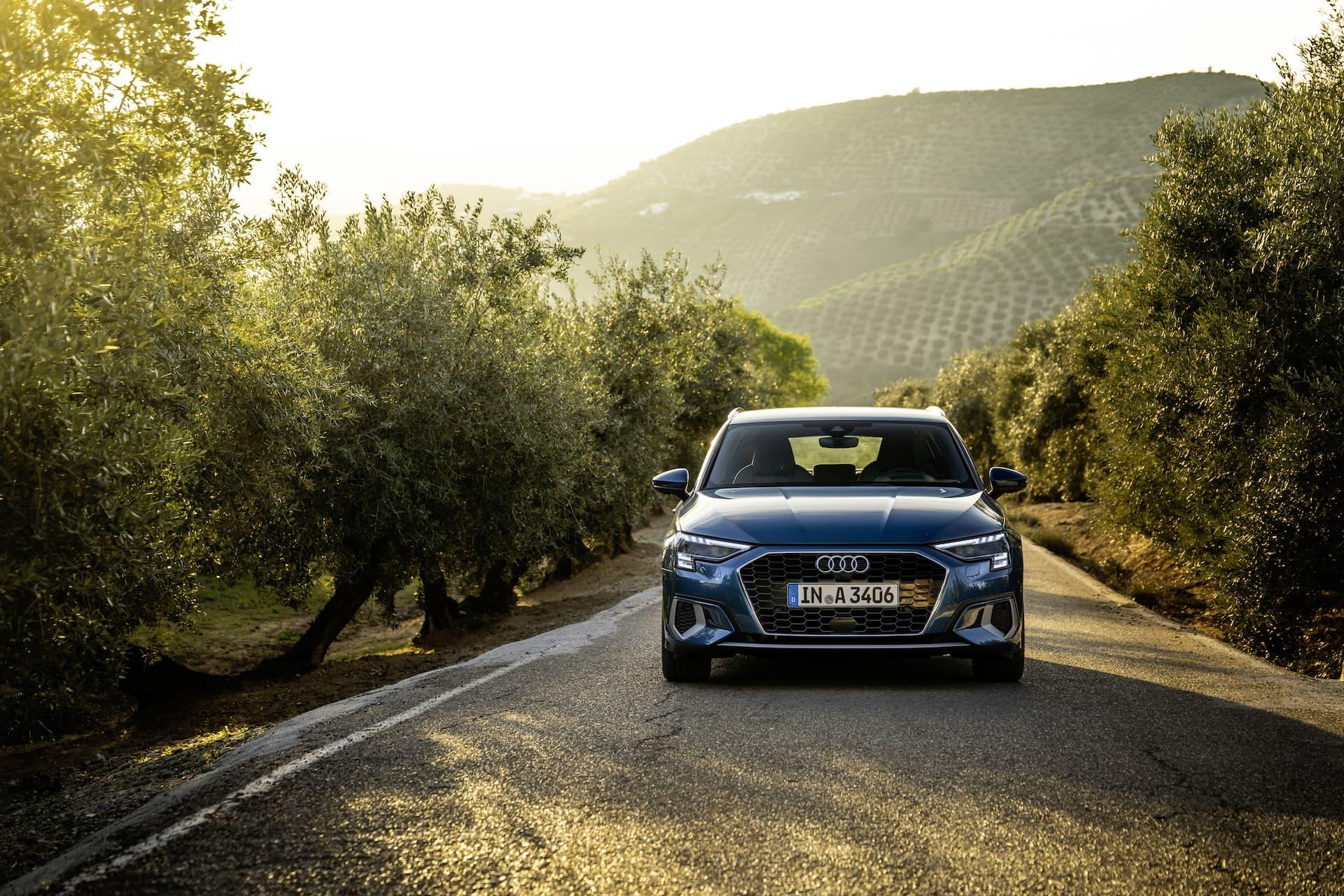 Audi A3 Sportback 2020 Azul Turbo Exterior 4