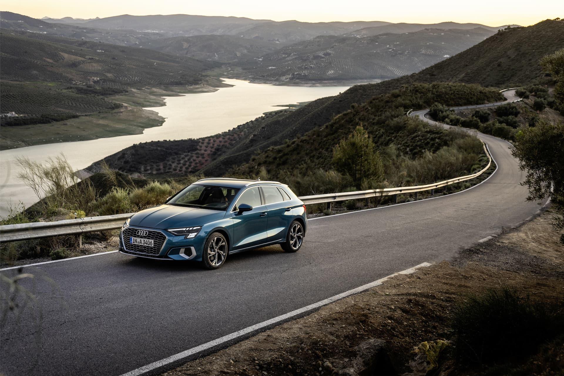 Audi A3 Sportback 2020 Azul Turbo Exterior 5
