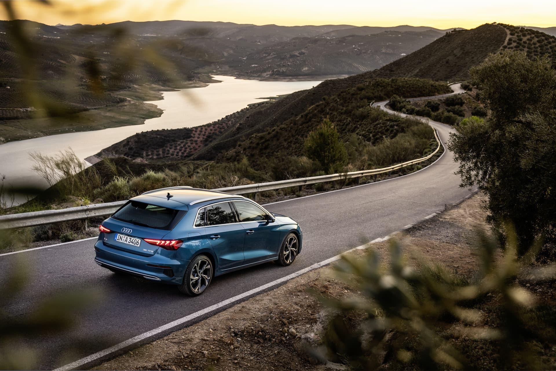 Audi A3 Sportback 2020 Azul Turbo Exterior 6