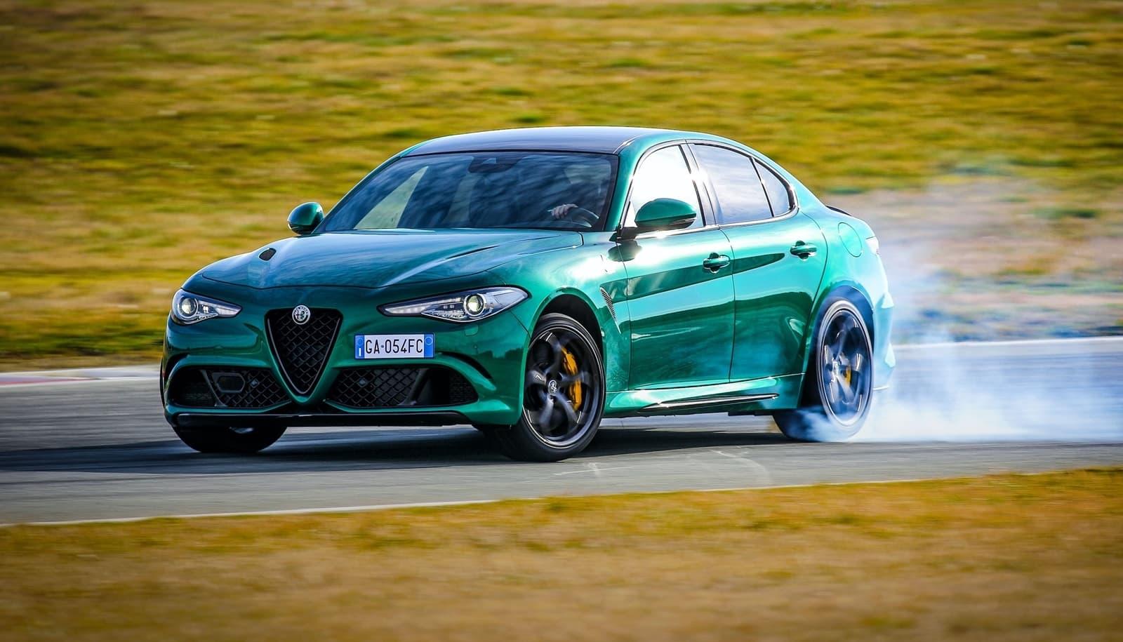 Alfa Romeo Giulia Stelvio Quadrifoglio 2020 0520 001