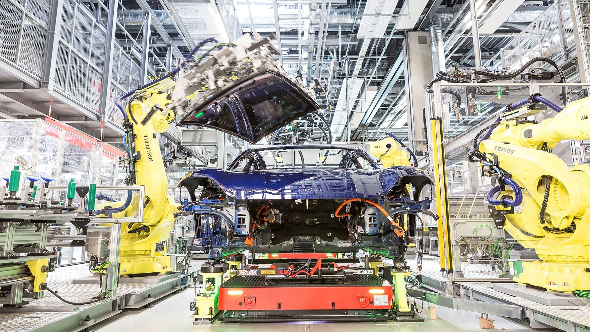 Audi Ayuda Porsche Taycan Produccion Fabrica 03