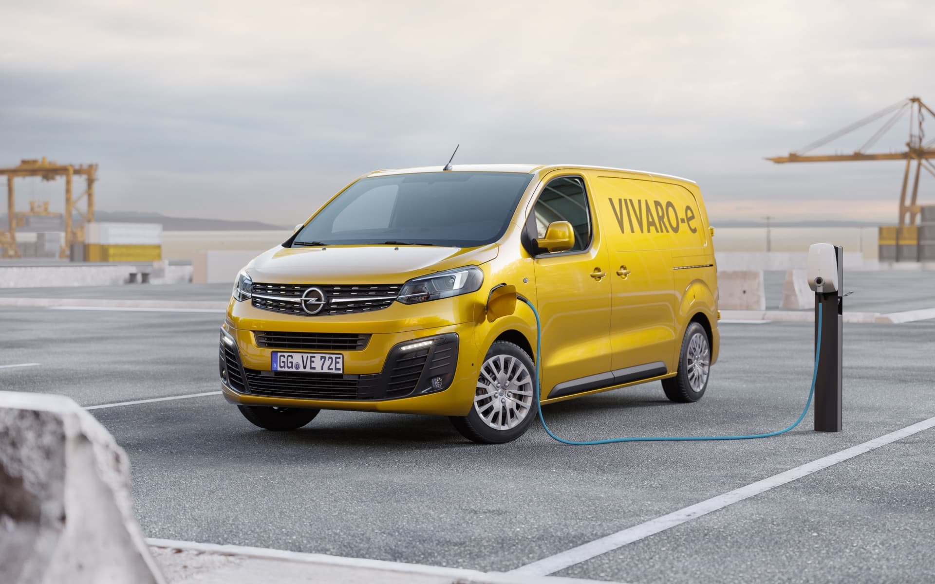Opel Vivaro E 02