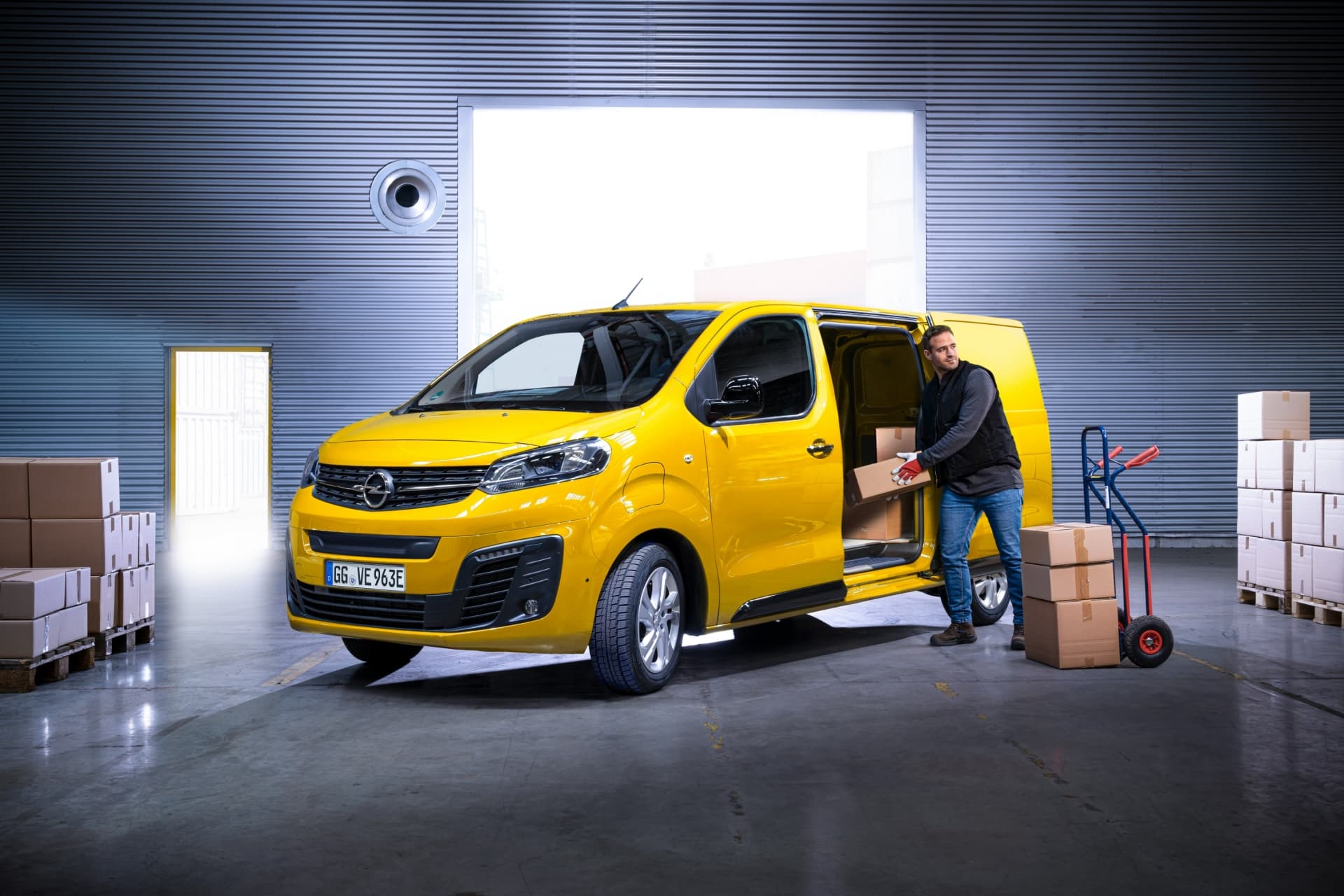 Opel Vivaro E 06