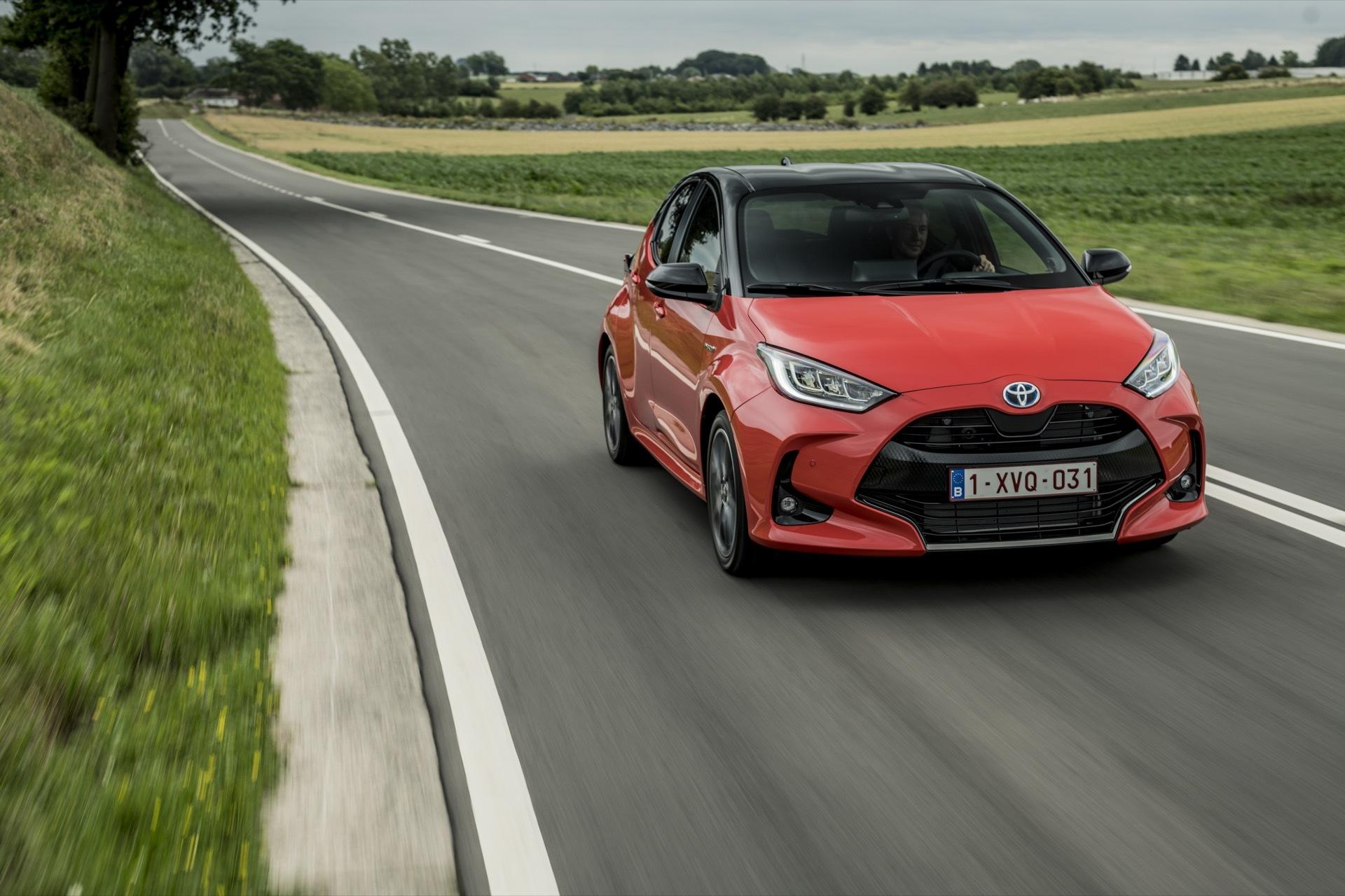 Toyota Yaris Rojo 2020 Movimiento Prueba 69