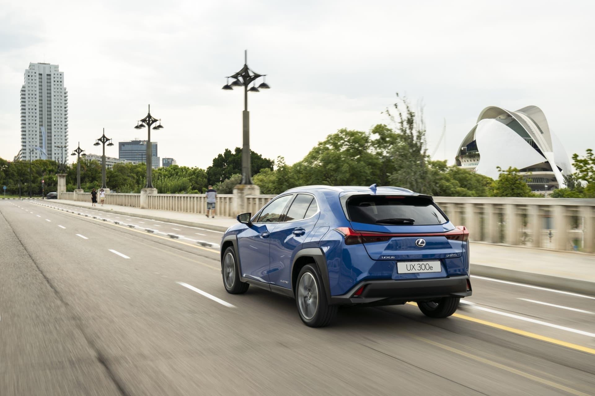 Lexus Ux 300e 04