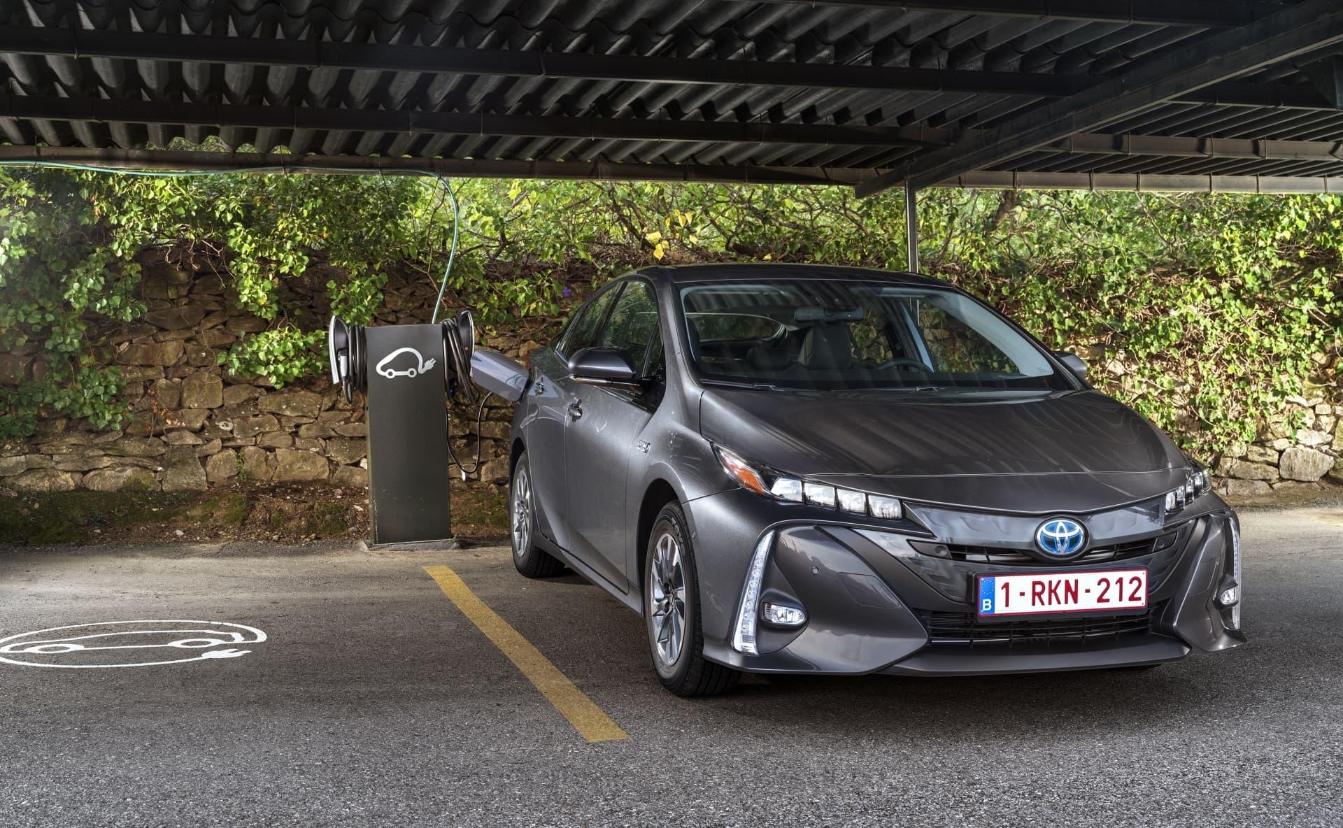 Toyota Prius Plug In 2021 02