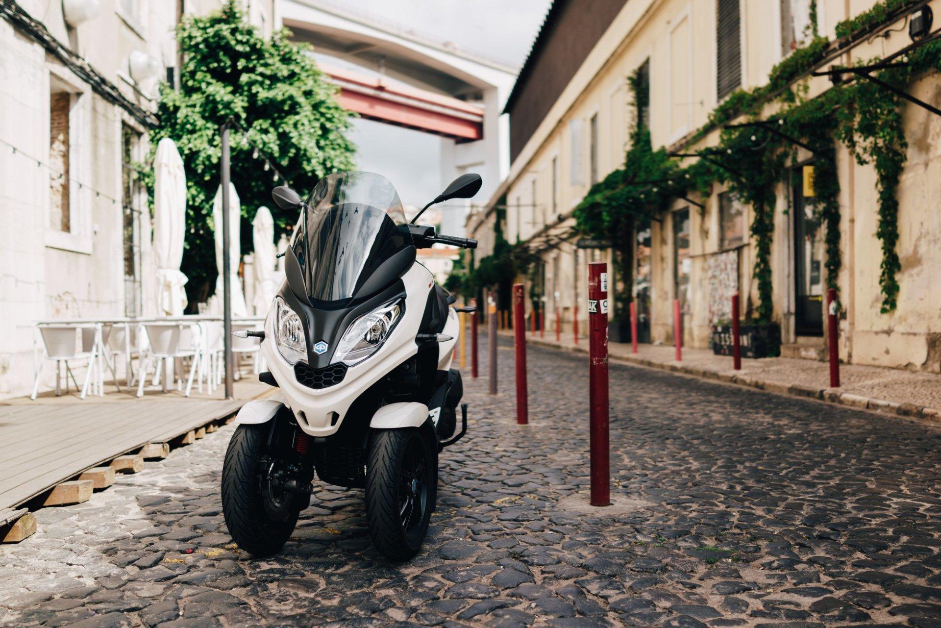 Piaggio Mp3 Scooter 3 Ruedas 01