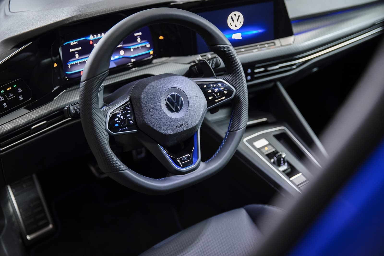 Volkswagen Golf R 2021 1120 007