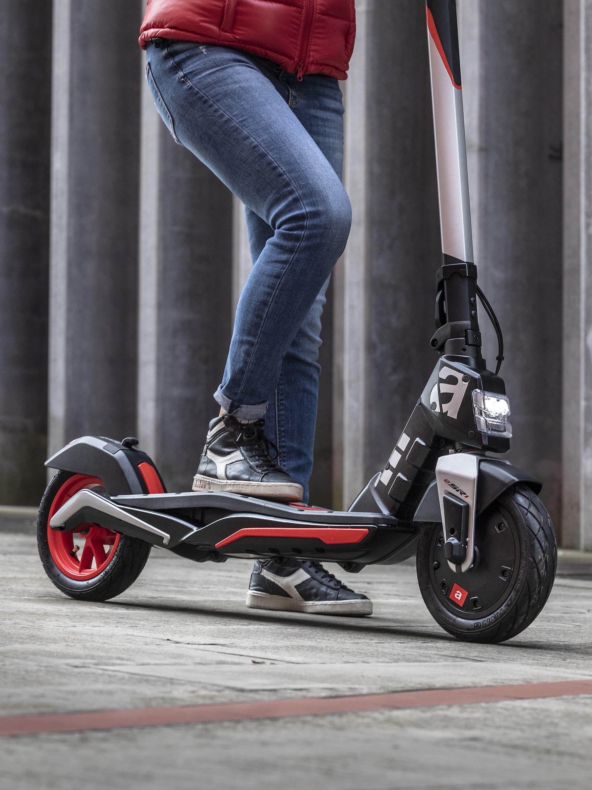 Scooter Aprilia Esr1 14