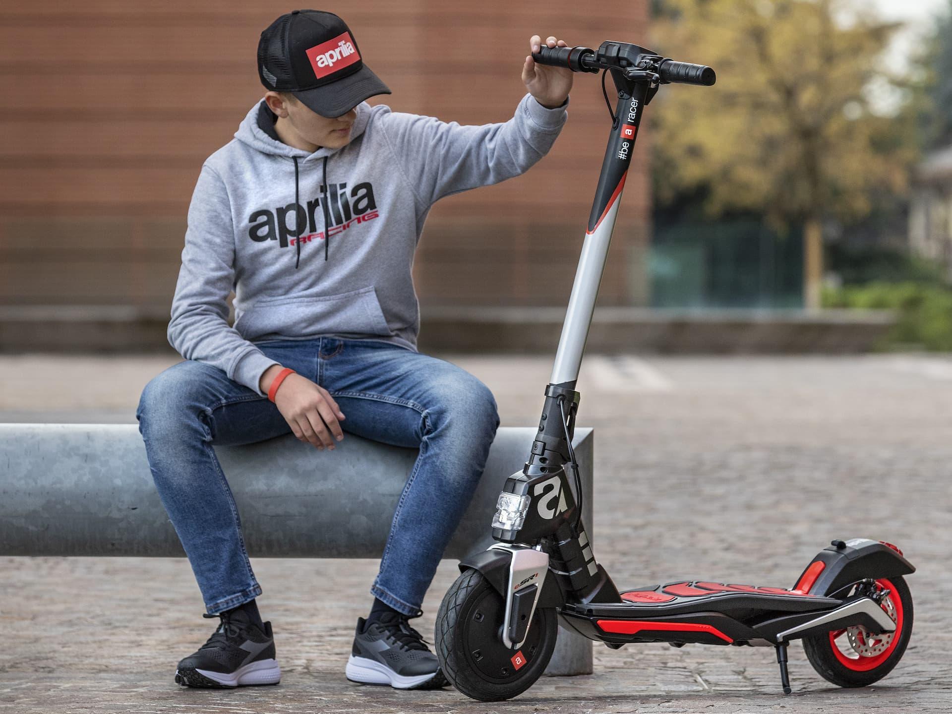 Scooter Aprilia Esr1 15