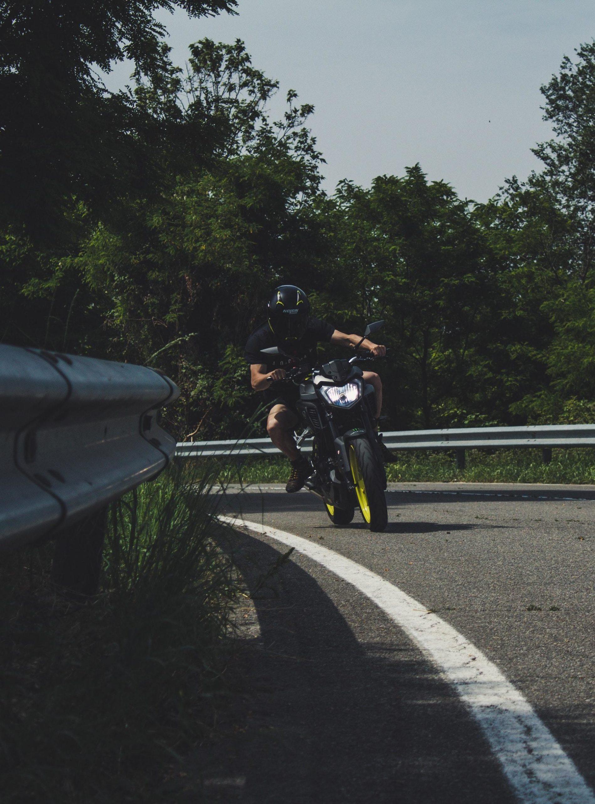 Wassim Chouak Moto Sin Guantes