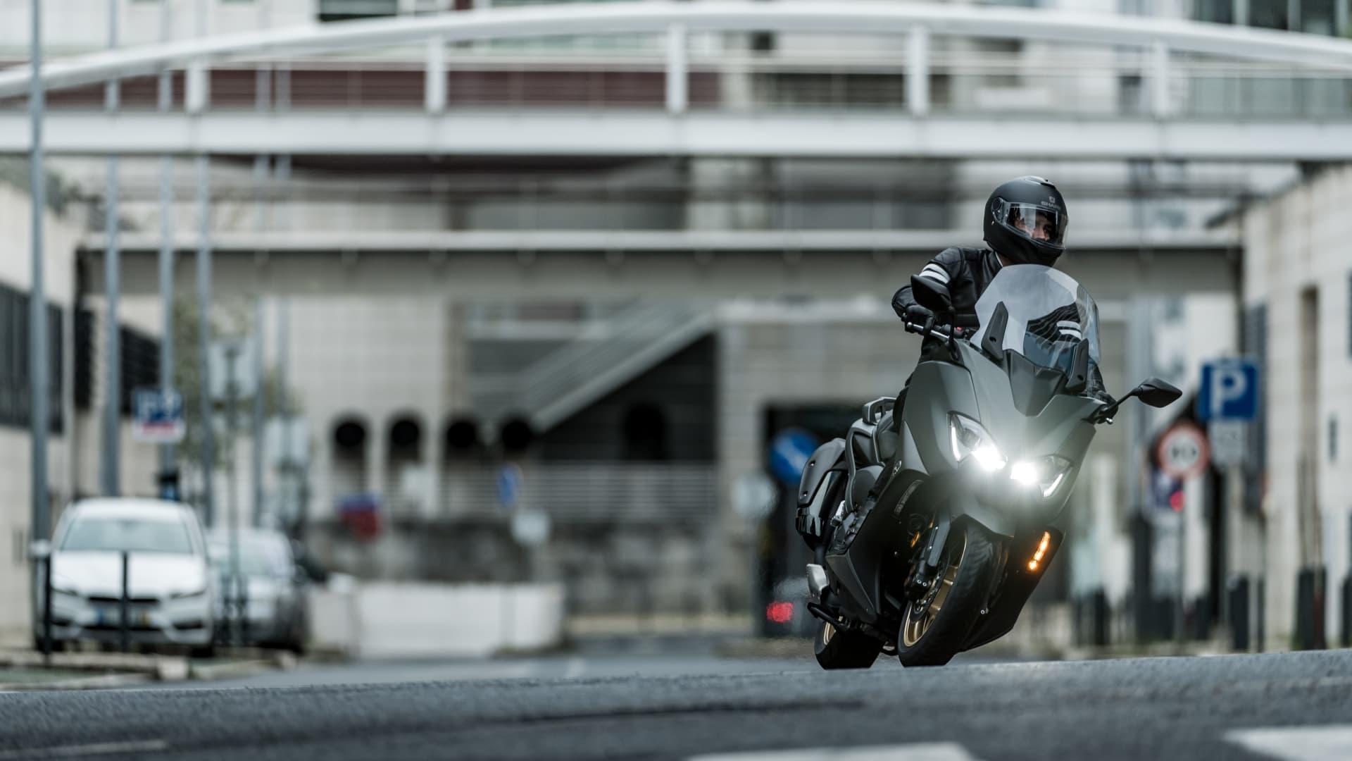 Moto Yamaha Tmax 560 1