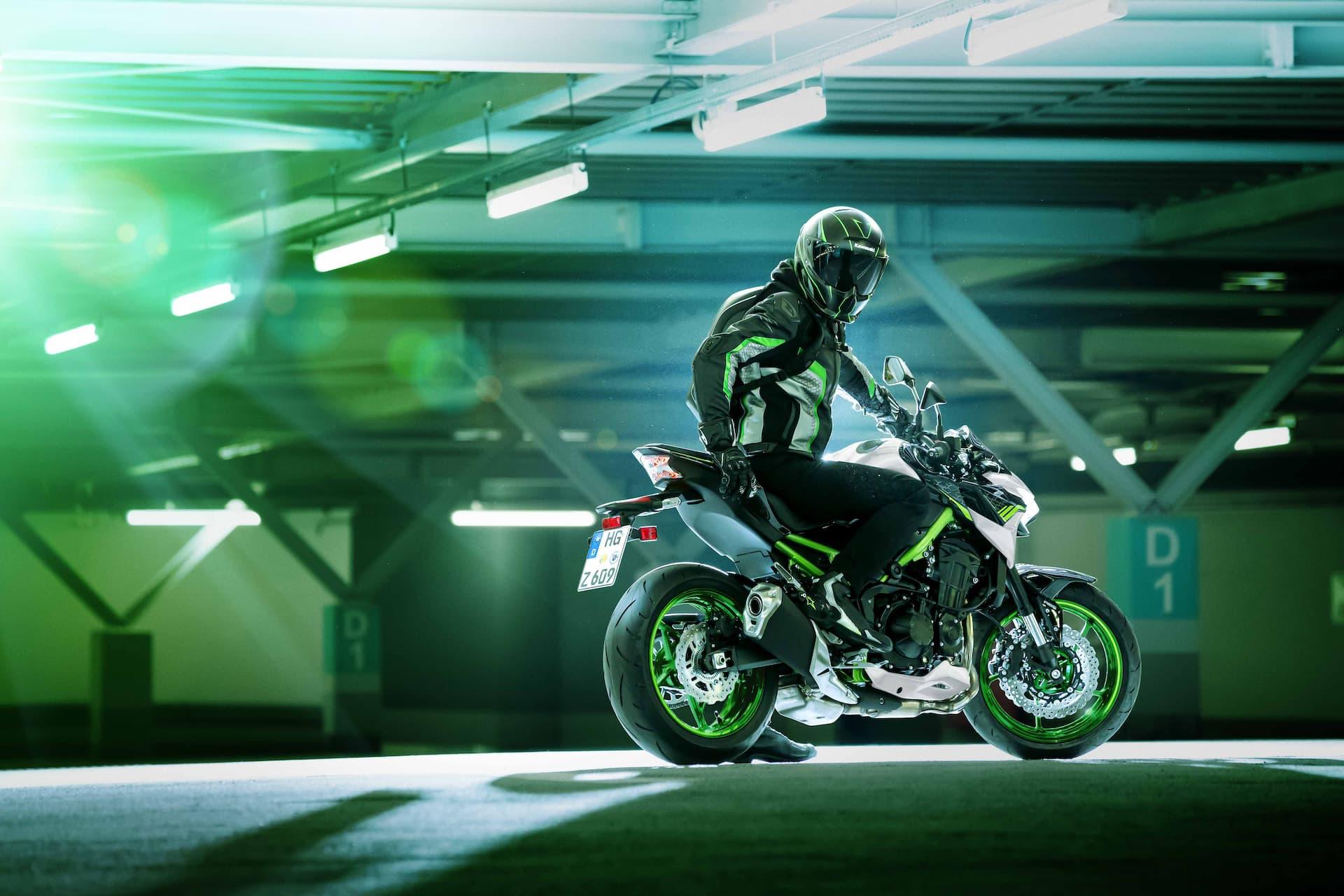 Moto Kawasaki Z900 2021 2