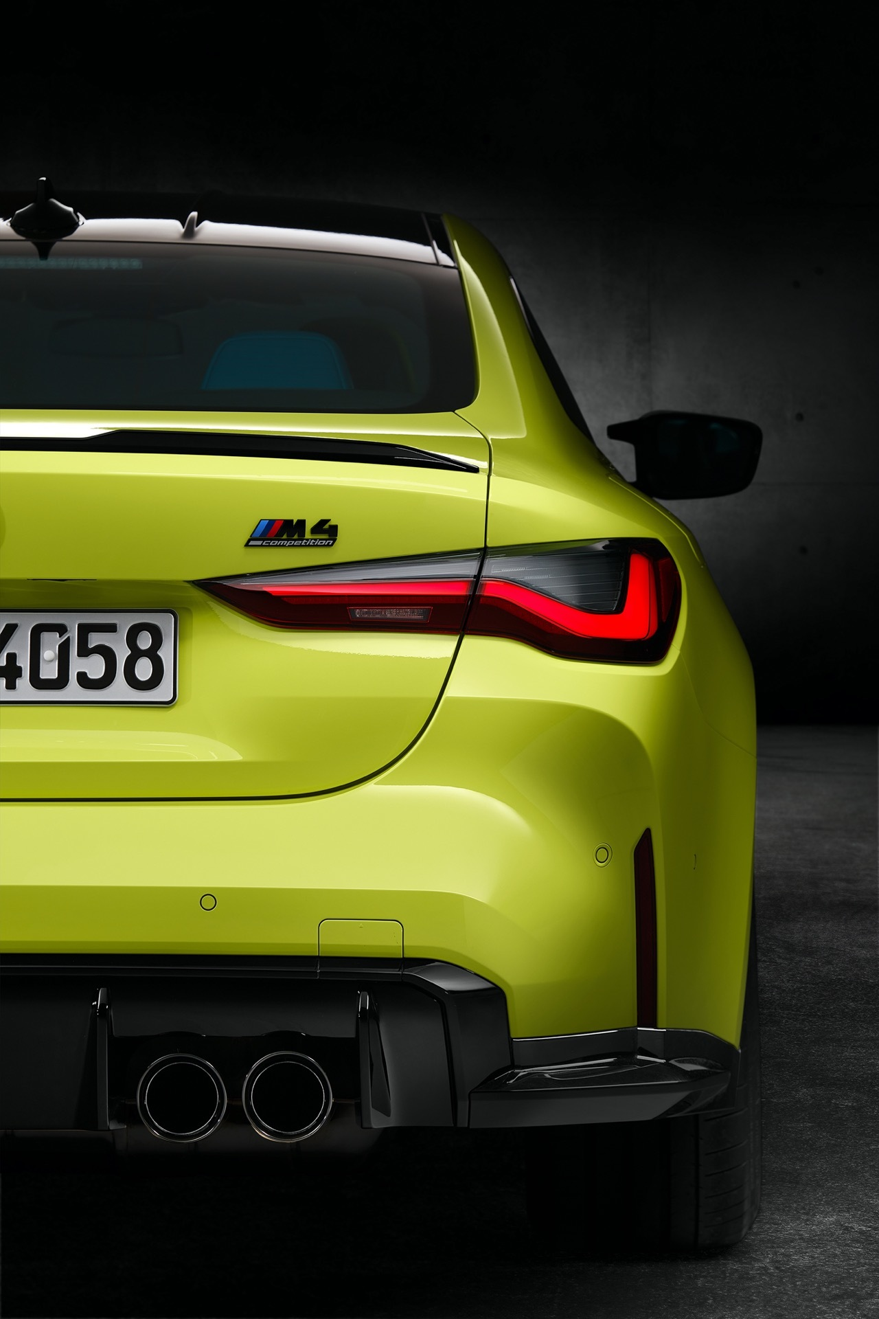Bmw M4 Competition Coupe Amarillo Trasera 02