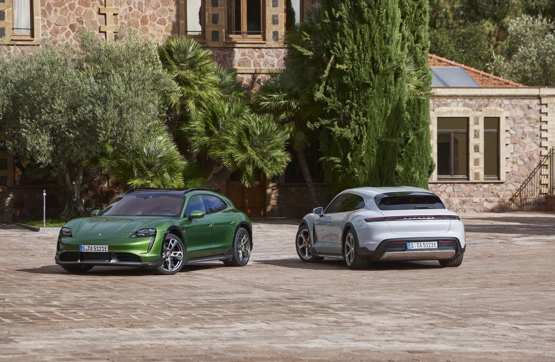 Porsche Taycan Cross Turismo 6