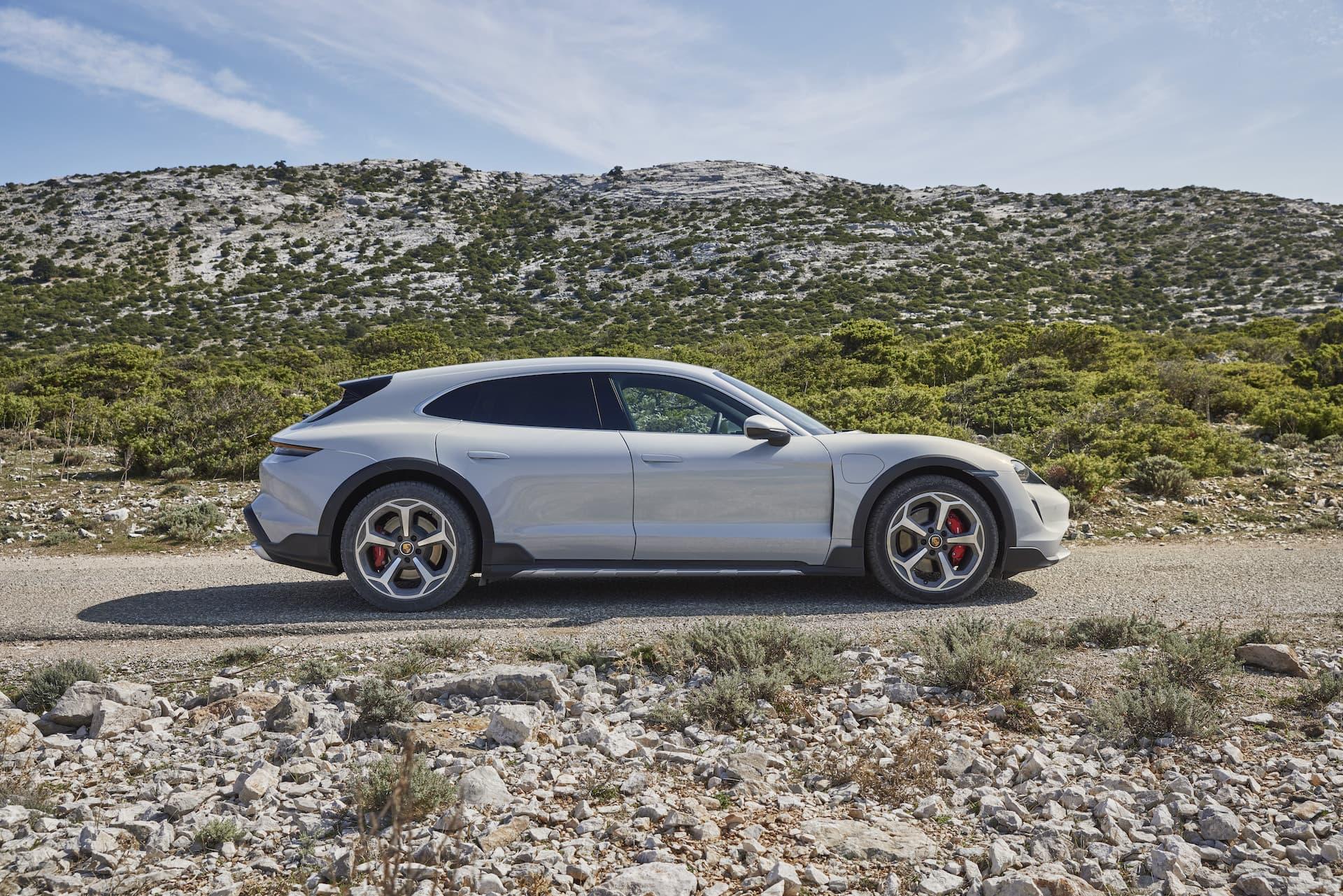 Porsche Taycan Cross Turismo Offroad Design 5