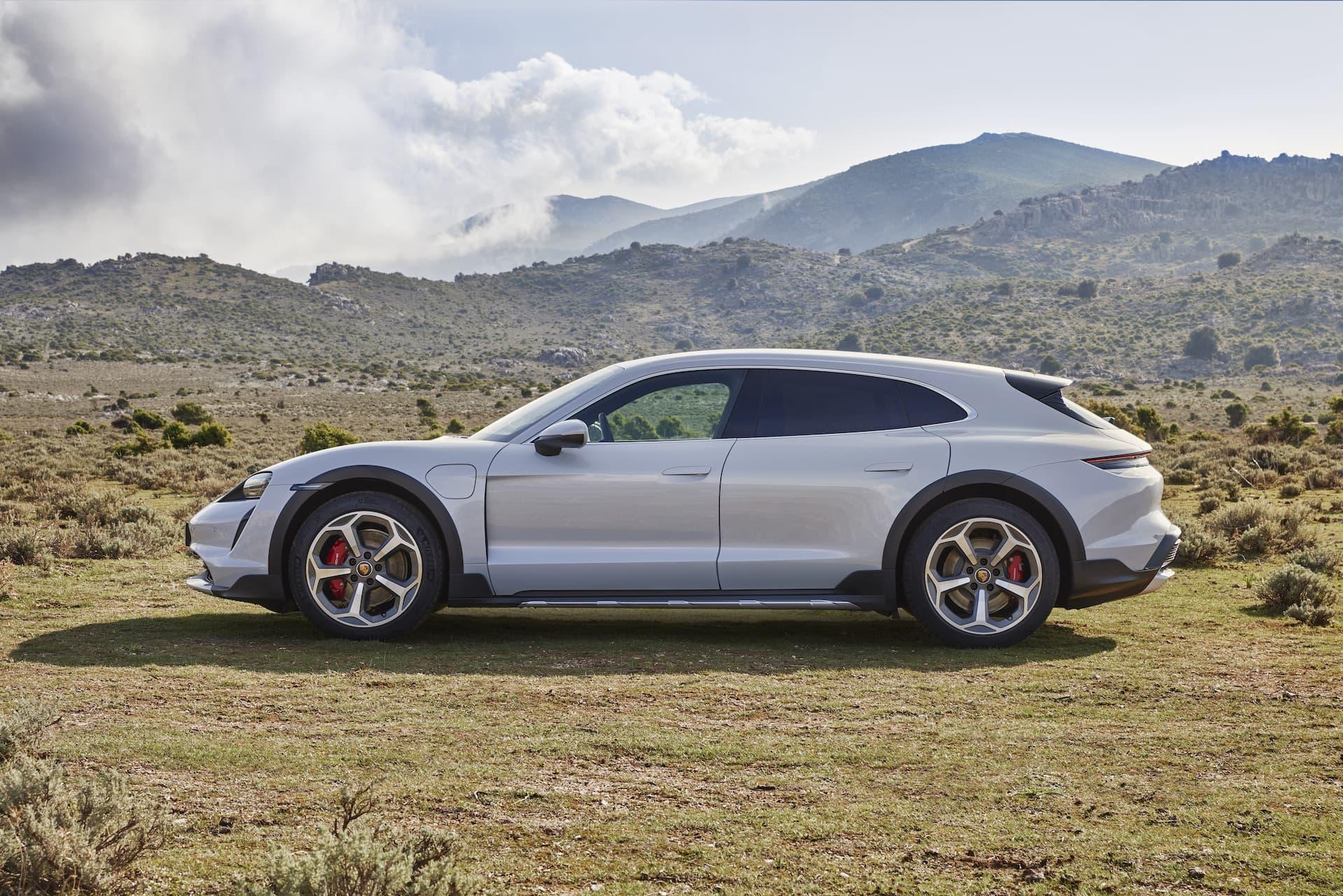 Porsche Taycan Cross Turismo Offroad Design 6