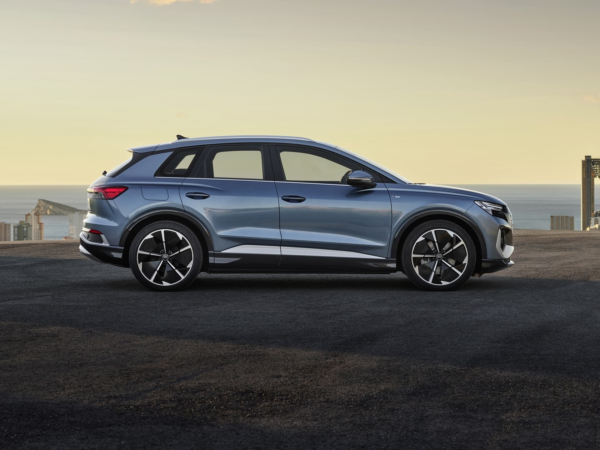 Audi Q4 E Tron 2021 Azul Lateral 036
