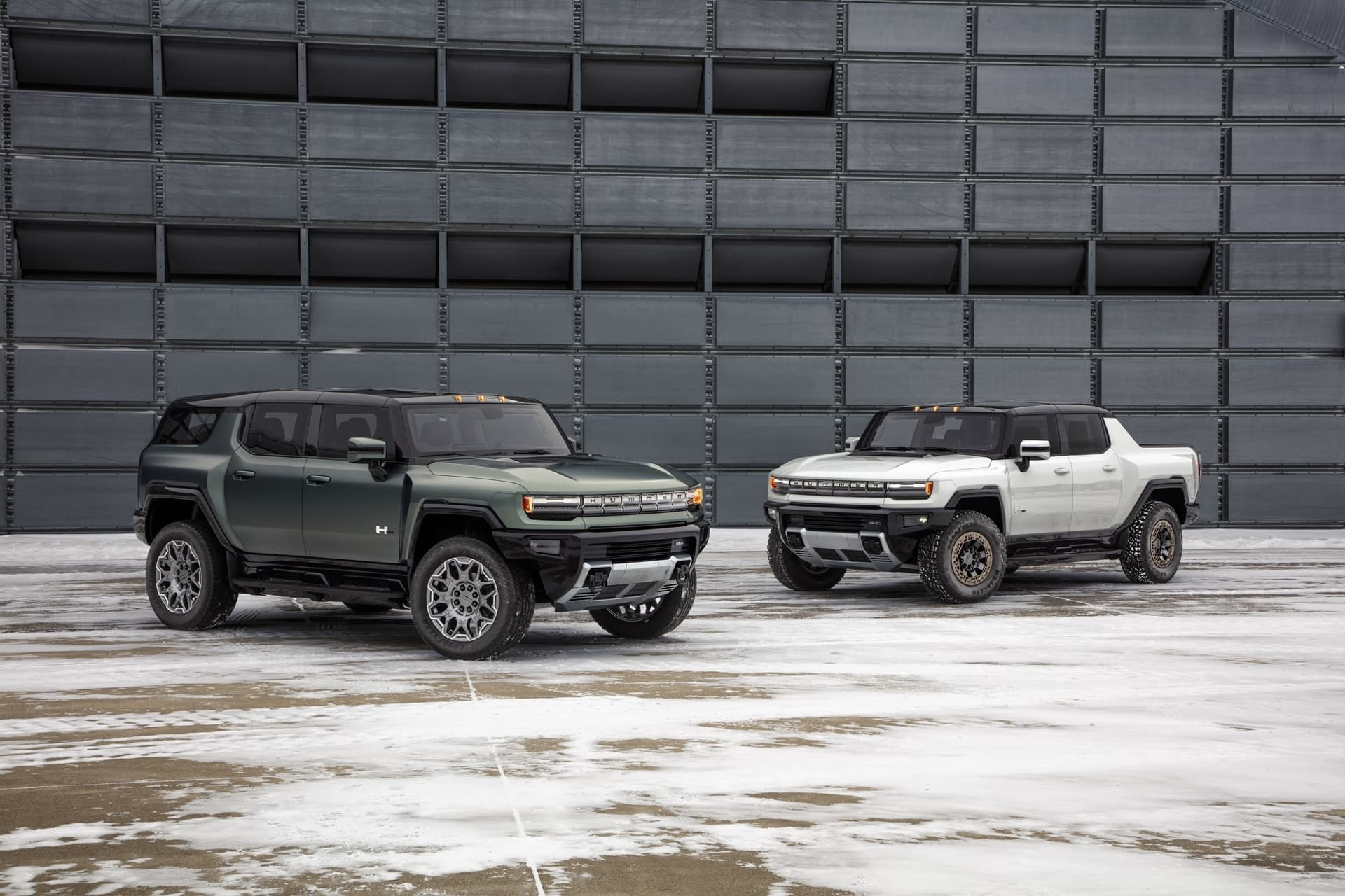 The Gmc Hummer Ev Suv Completes The Hummer Ev Family And Features A 126.7 Inch Wheelbase For Tight Proportions And A Maneuverable Body, Providing Remarkable On And Off Road Capability.