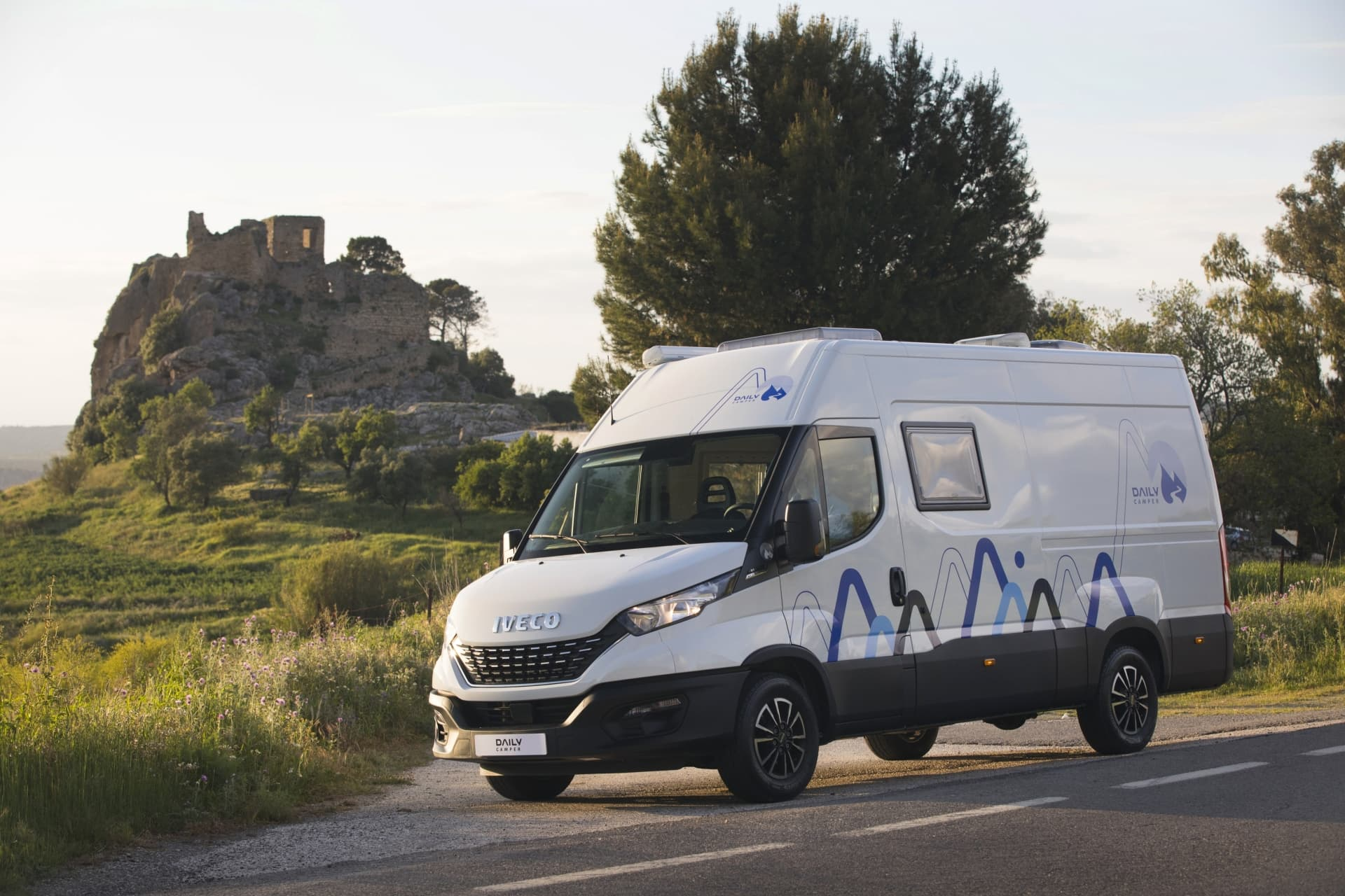 Iveco Daily Camper 2021 01