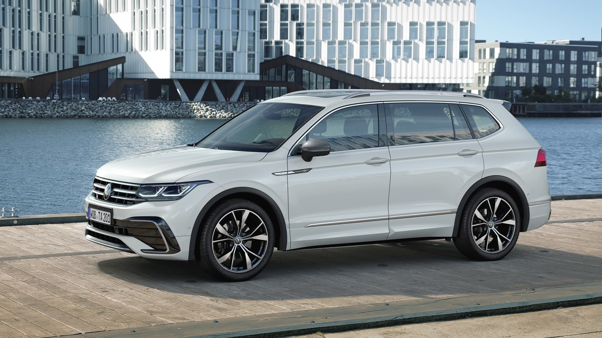 Volkswagen Tiguan Allspace 2021 Frontal Lateral 05121 003