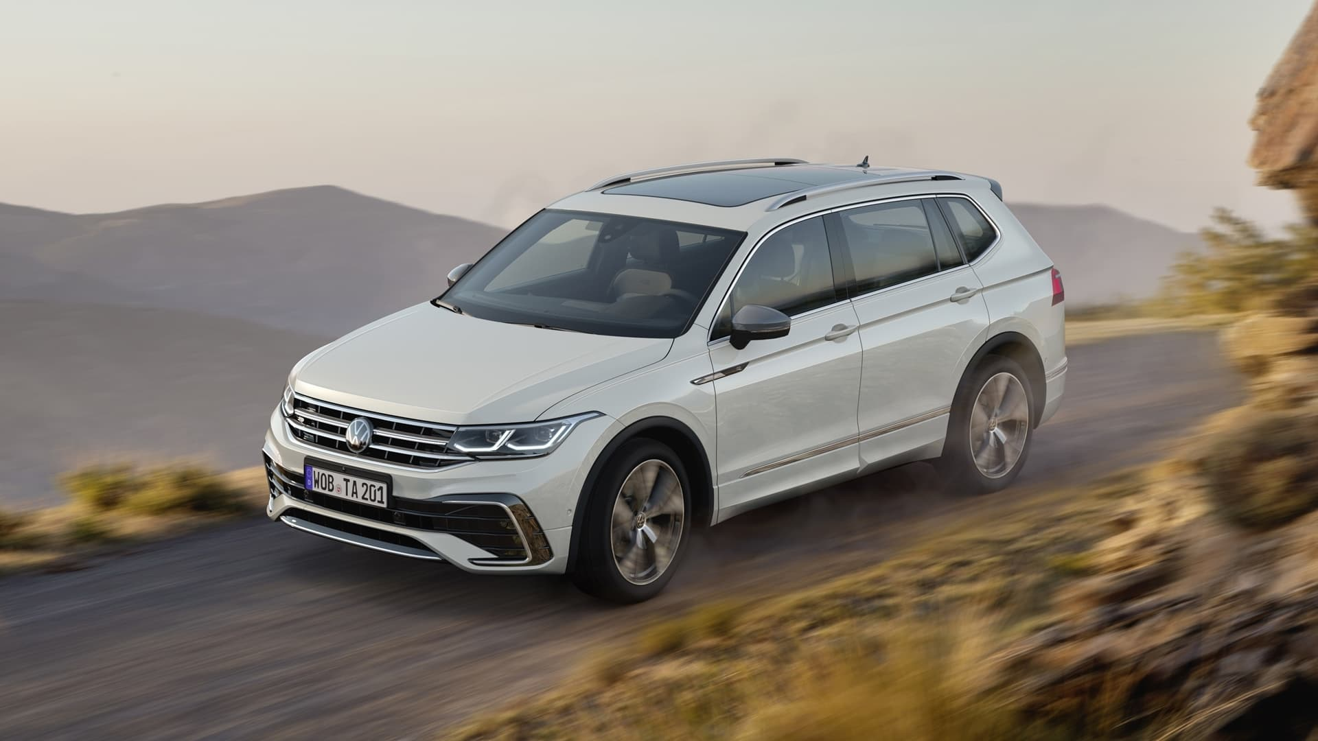 Volkswagen Tiguan Allspace 2021 Frontal Lateral 05121 007