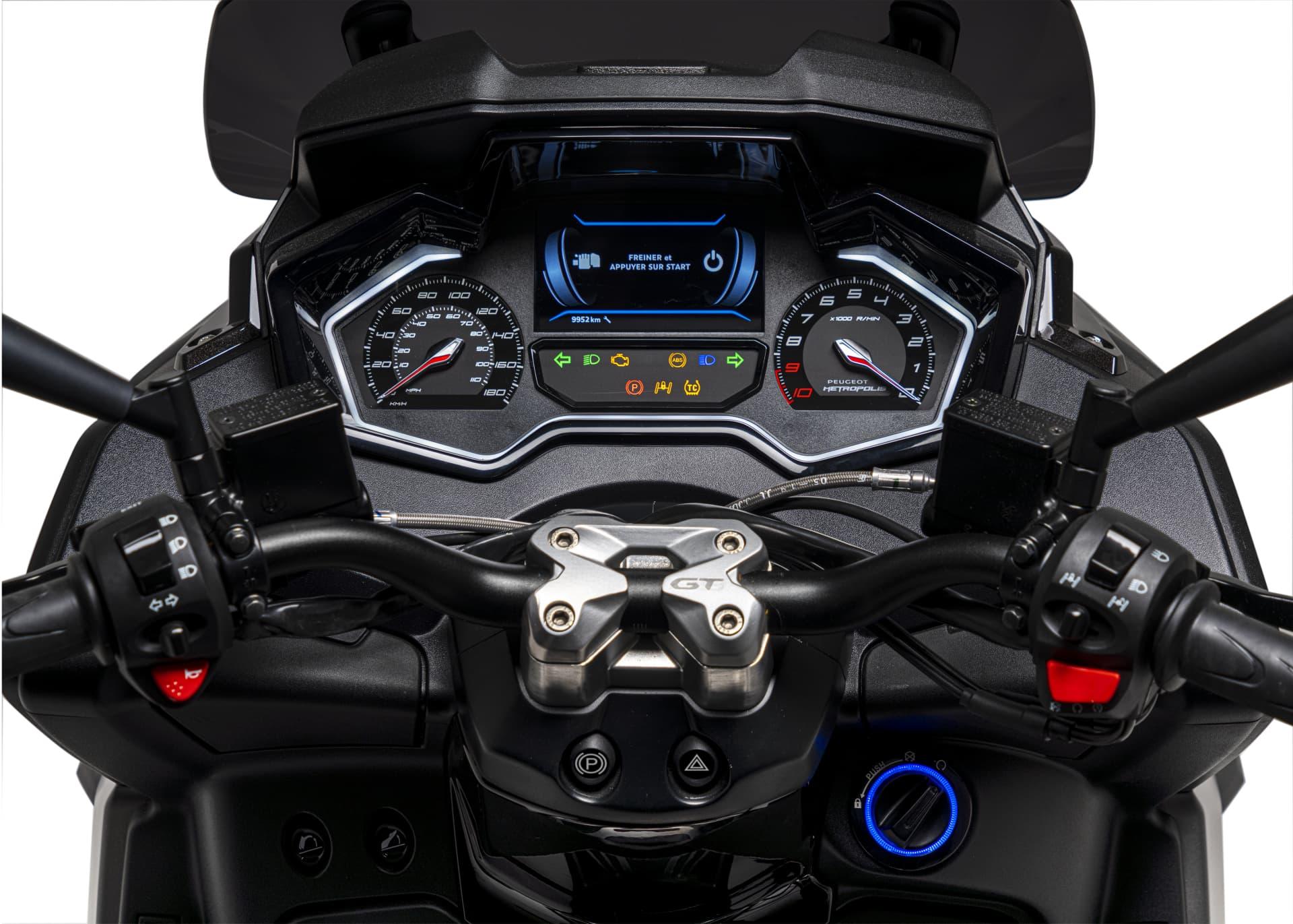 Peugeot Metropolis 400 Gt Satin Titanium Detail Dashboard 1