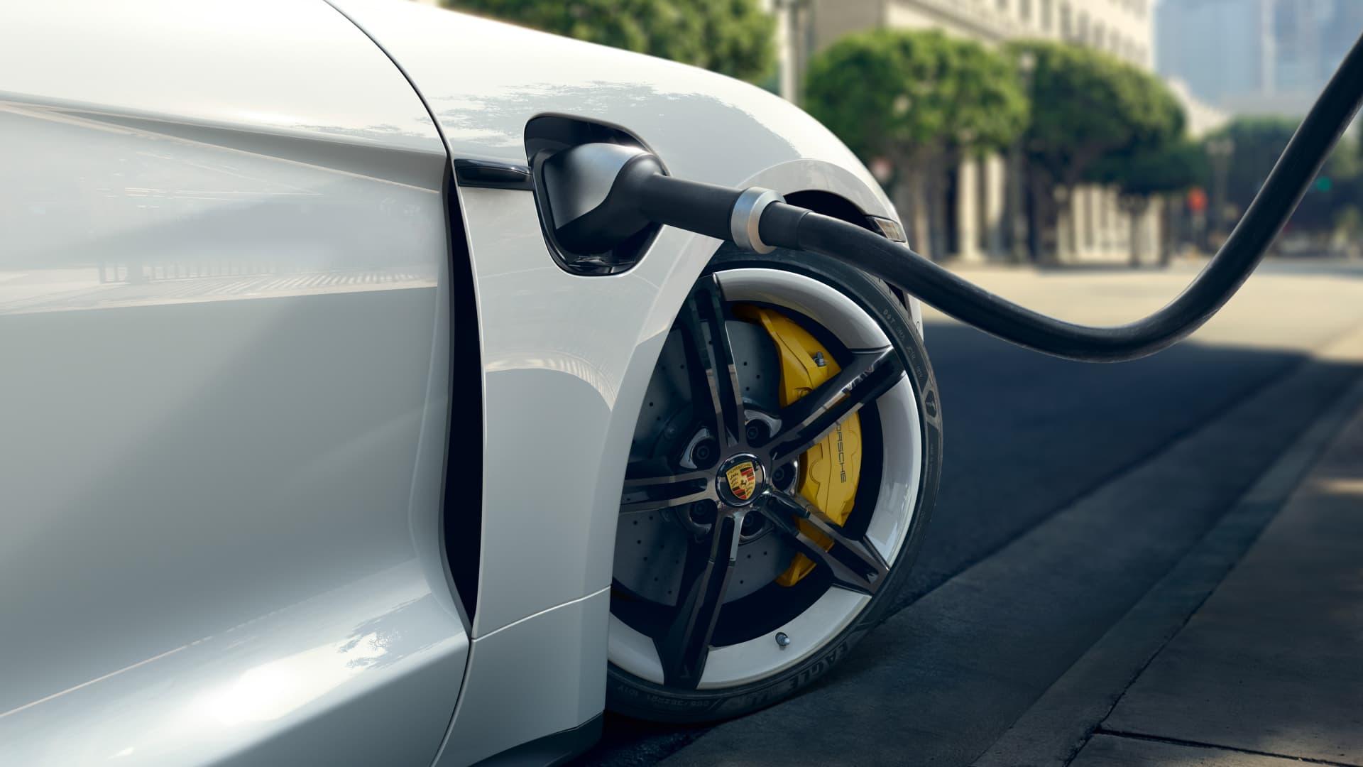 Tres Coches Electricos Mejor Combustion Porsche Taycan 02