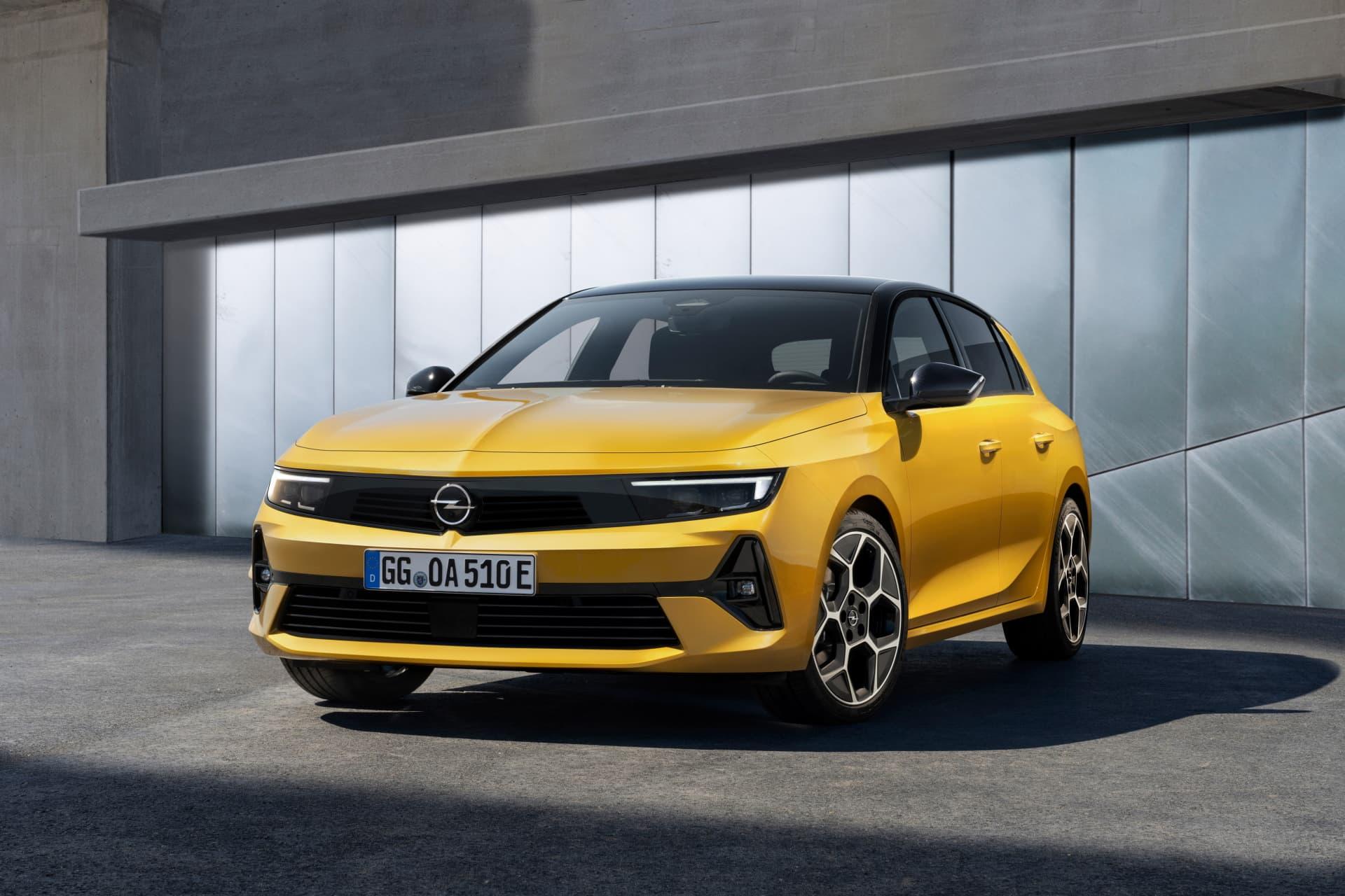 Opel Astra 2022 Frontal Amarillo 01