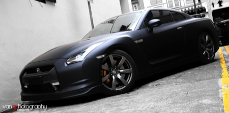 Un Nissan GT-R negro mate, aún más temible
