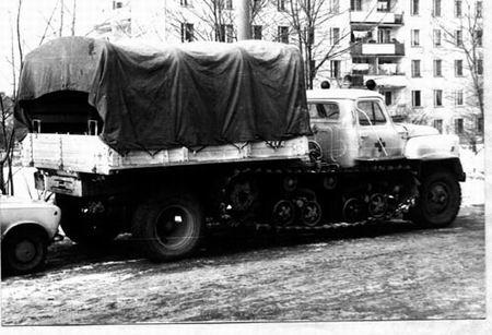 Una curiosa y antigua ambulancia rusa