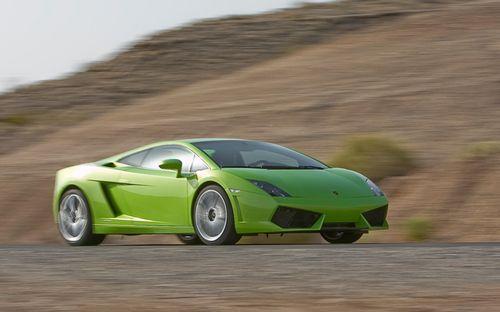 Best Motoring enfrenta a los mejores superdeportivos del momento en circuito, vídeo