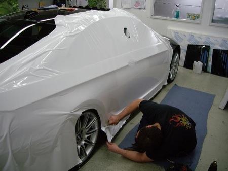 BMW Serie 3 con cinta adhesiva