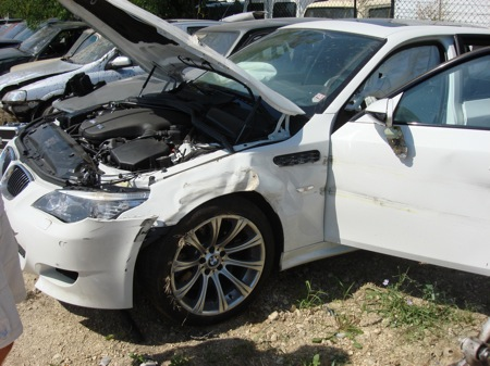 Accidente de un BMW M5 Touring: lo que hace una rueda pinchada a 180 km/h