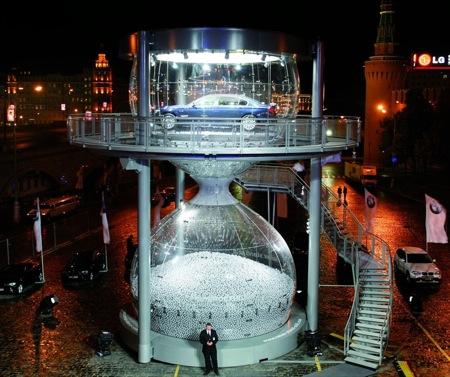 BMW Serie 7 en el reloj de arena de Red Square, Moscú