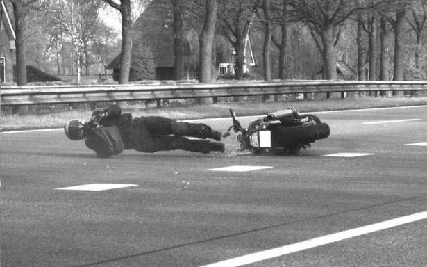 Una multa de tráfico por caerse de la moto