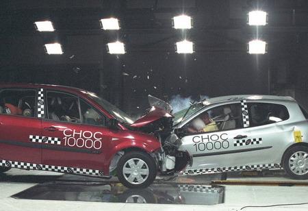 10.000 crash test Renault