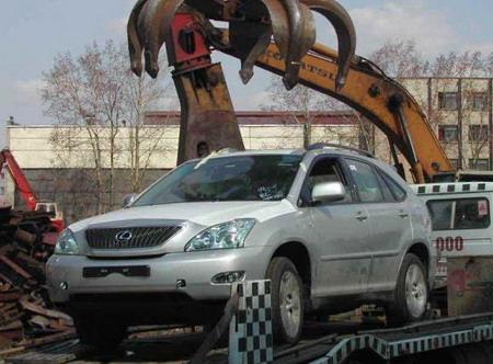 Lexus RX destrozado