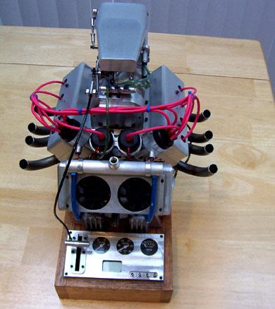 El motor V8 más pequeño del mundo