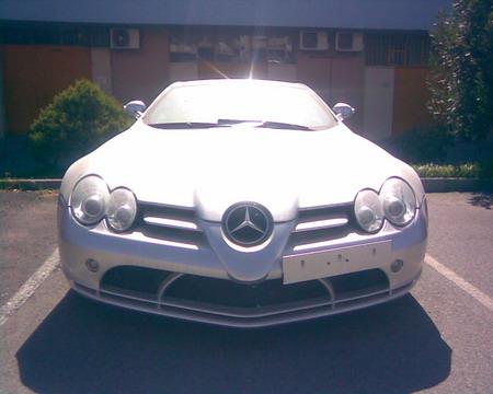 Mercedes SLR McLaren abandonado en Granada