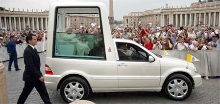 El Papa volverá a usar su famoso Papa Móvil blindado