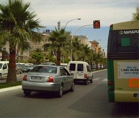 Paso de cebra inteligente. Avisa al conductor de los peatones que vayan a cruzar