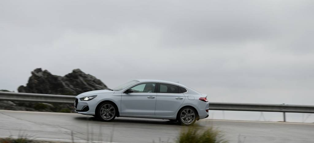 Tenemos 14 nuevas fotos del Hyundai i30 Fastback, ¿la berlina que estabas buscando entre tanto SUV?