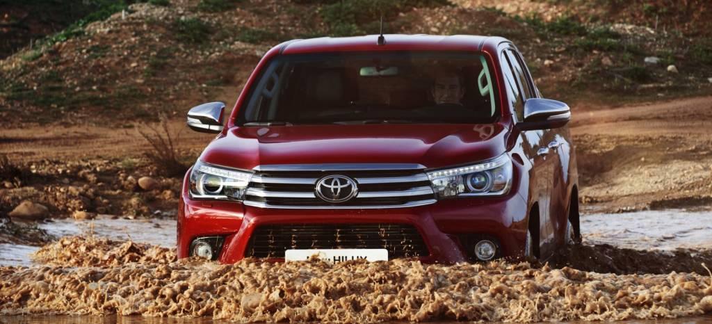 Puedes comprar una Toyota Hilux VXL por solo 300 euros al mes… pero te saldrá mucho más cara