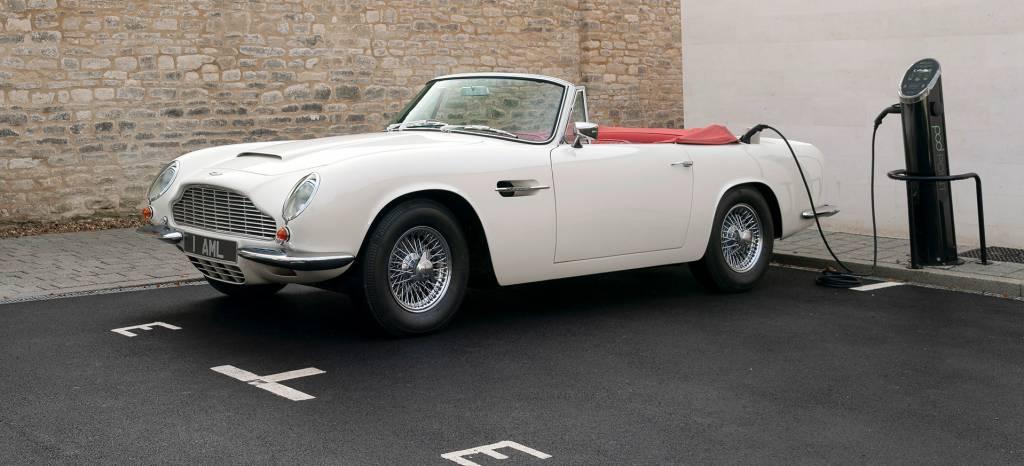 Aston Martin transforma sus clásicos en coches eléctricos, ¿herejía o supervivencia?