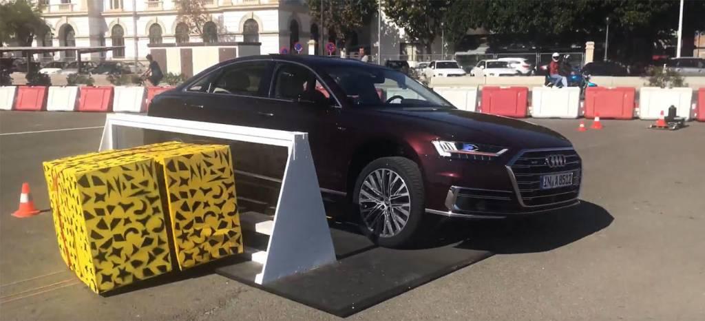 Así funcionan las revolucionarias suspensiones del Audi A8, levantan el coche para protegerse en un impacto lateral (vídeo)