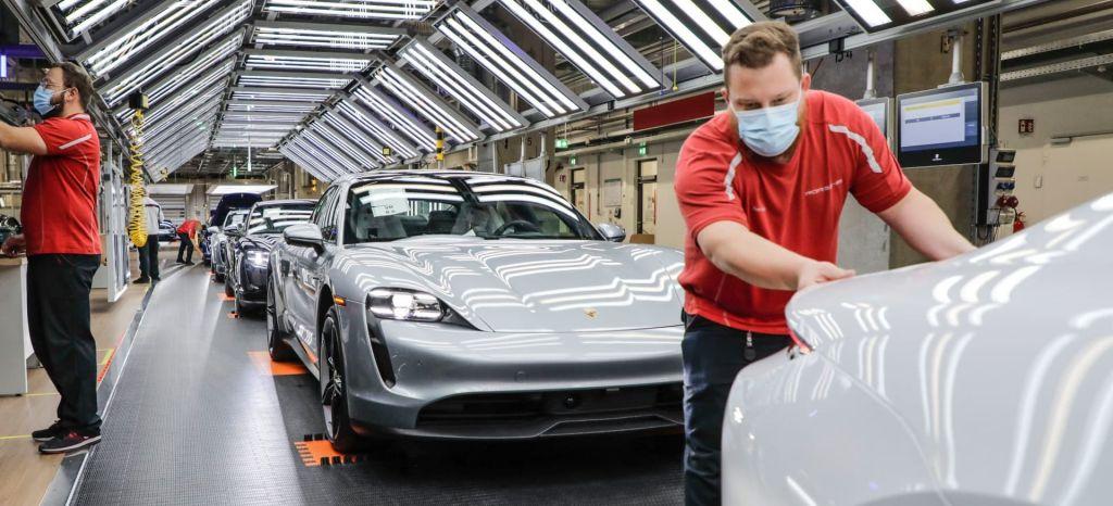 Audi Ayuda Porsche Taycan Produccion Fabrica 01 thumbnail