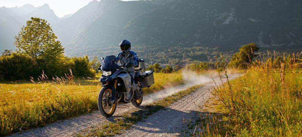 Así son las BMW F 850 GS y F 850 GS Adventure, dos motos trail muy interesantes que puedes conducir con el carnet A2